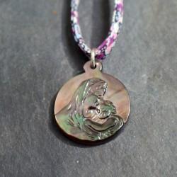 Médaille en nacre noire sur lien liberty