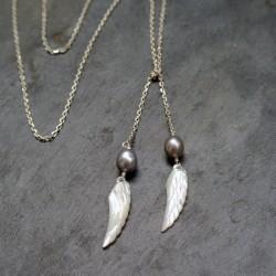 Sautoir écharpe Ailes d'ange en perles d'eau douce et nacre